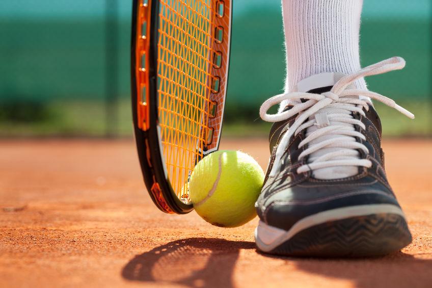 raqueta y bol de tenis