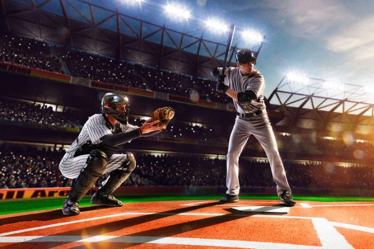 Hombres jugando beisbol