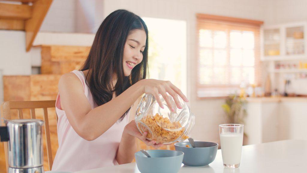 chica con cereales