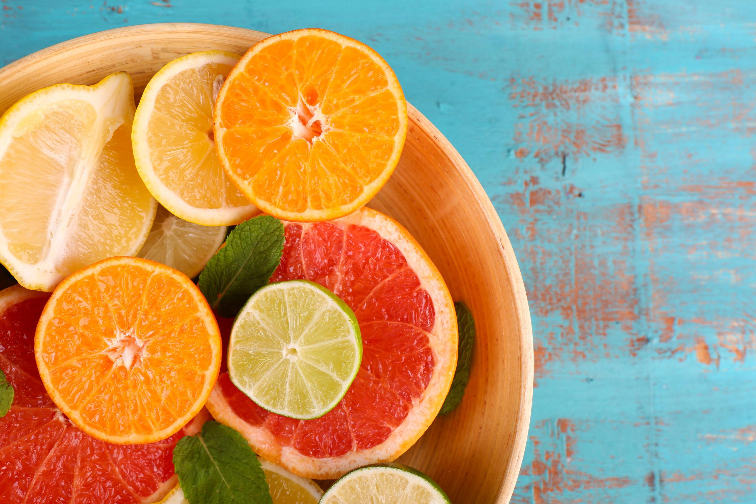 Falta de vitamina C: Síntomas, tratamiento, alimentos y más