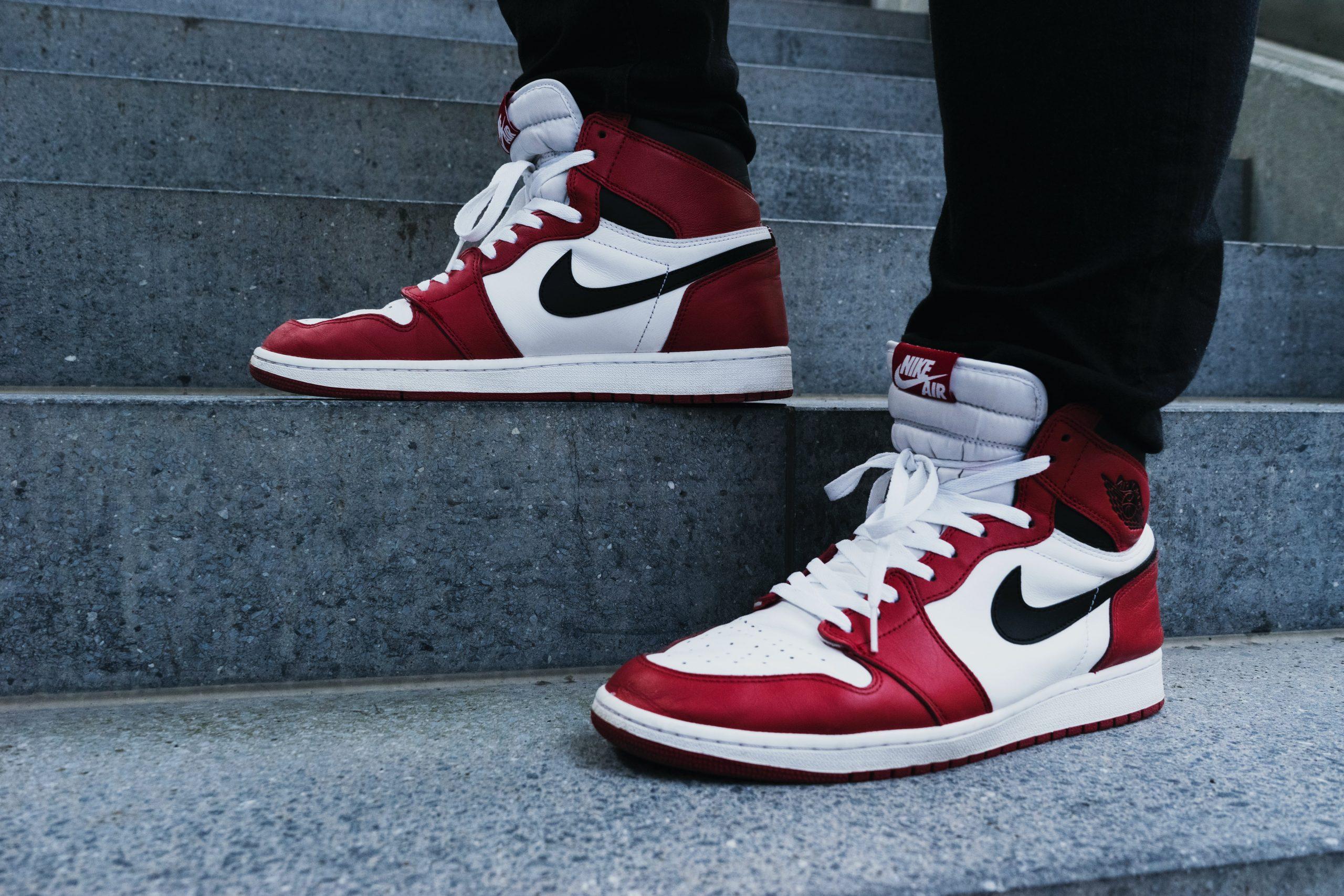zapatillas rojas con blanco