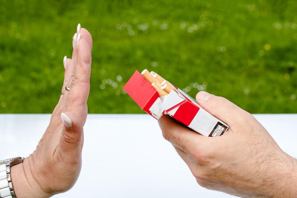 negar cigarrillos