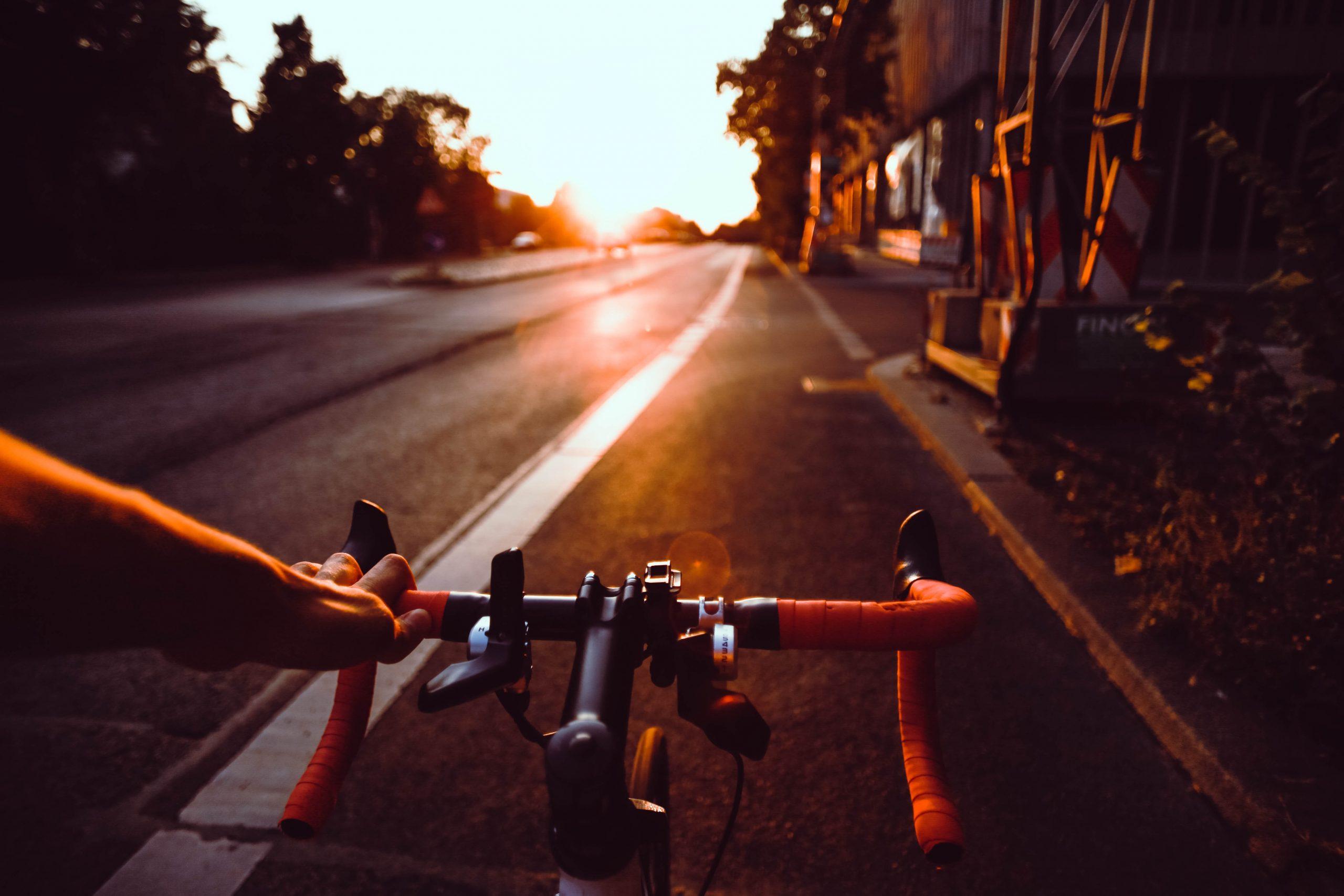 bicicleta en atardecer