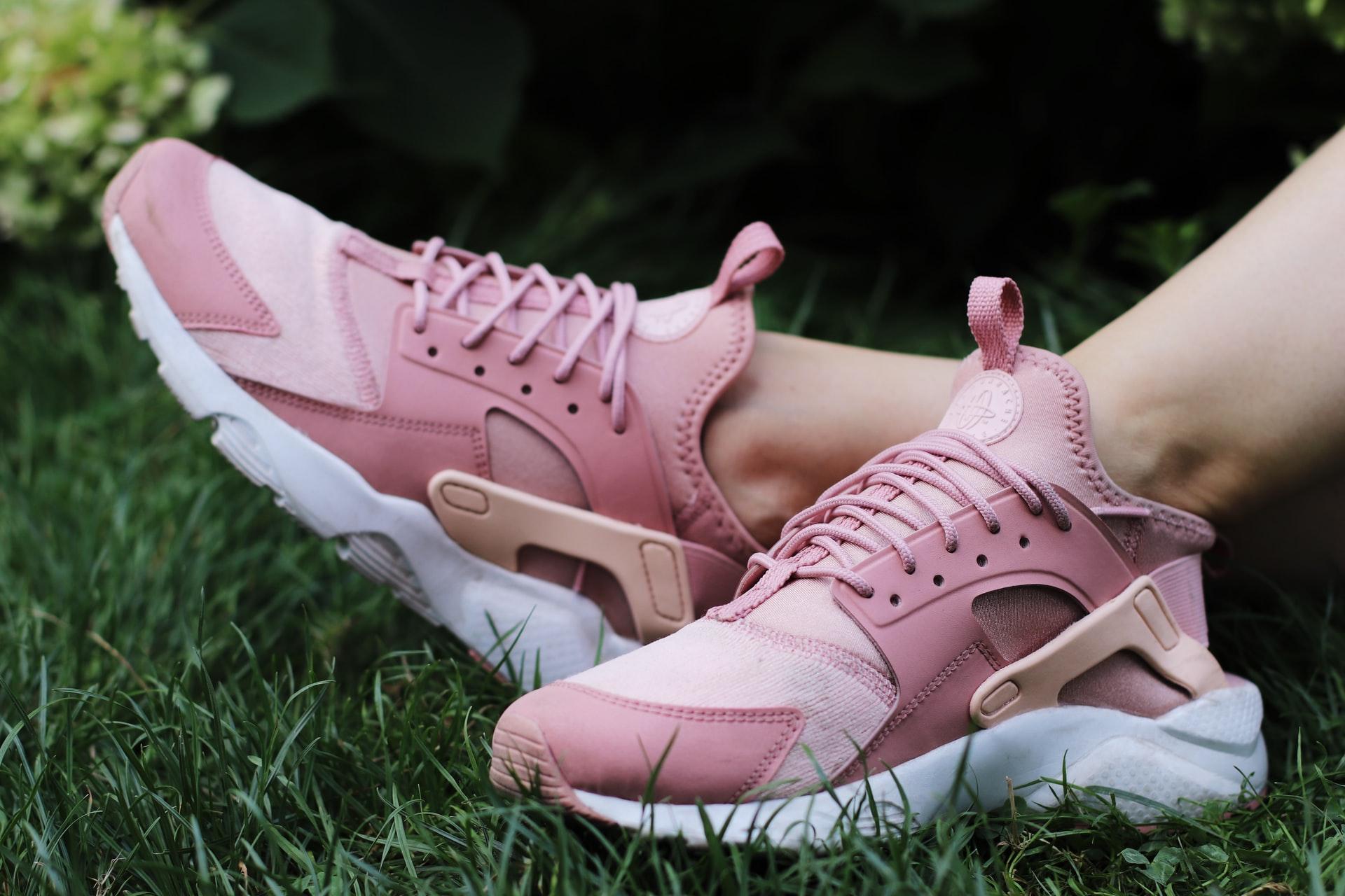 zapatillas rosa de chica