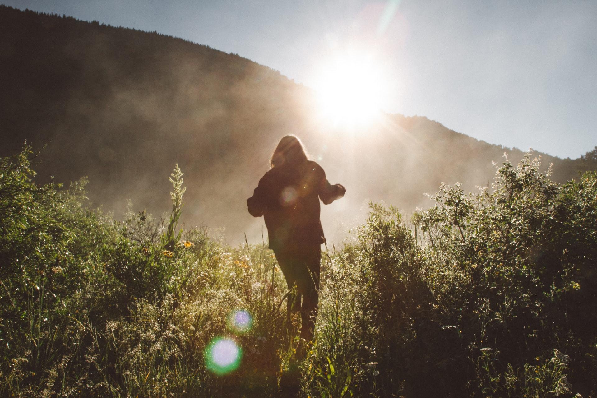caminando en montaña