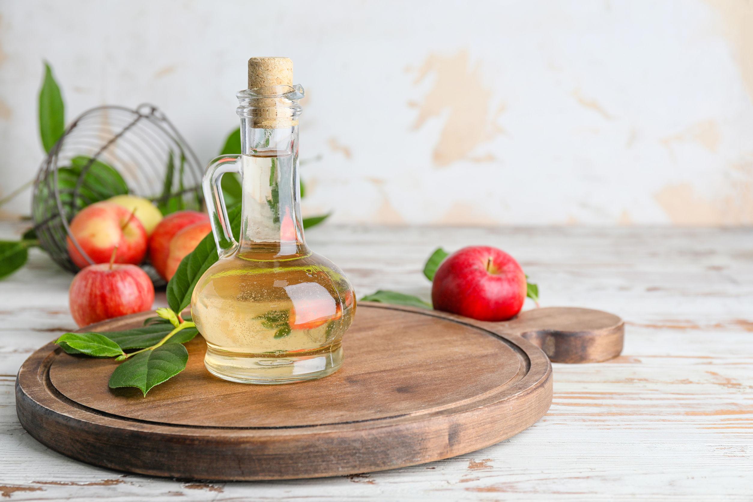 botella de vinagre de manzana