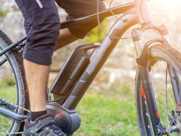 Las bicicletas plegables eléctricas son prácticas para la movilidad, no ocupan mucho espacio, ahorras dinero, y son amigables con el medio ambiente. (Fuente: Polc: 116367110/ 123rf)