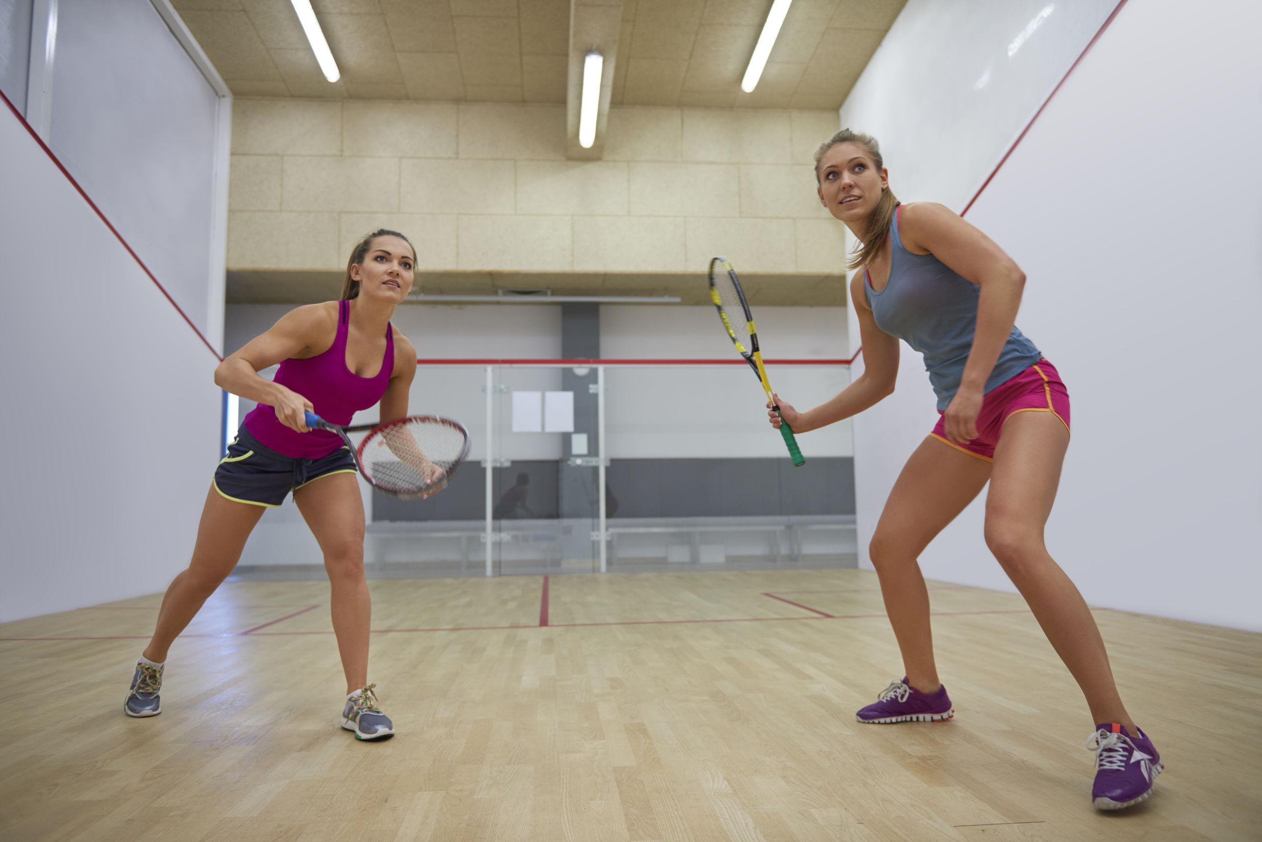 chicas jugando squash