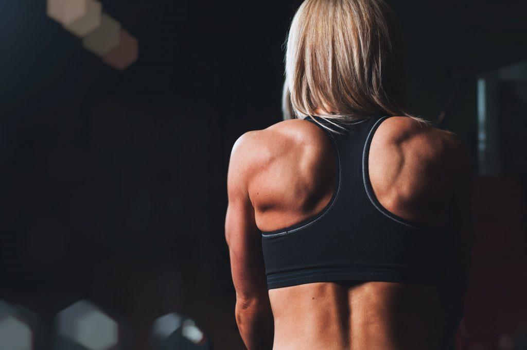 mujer con espalda