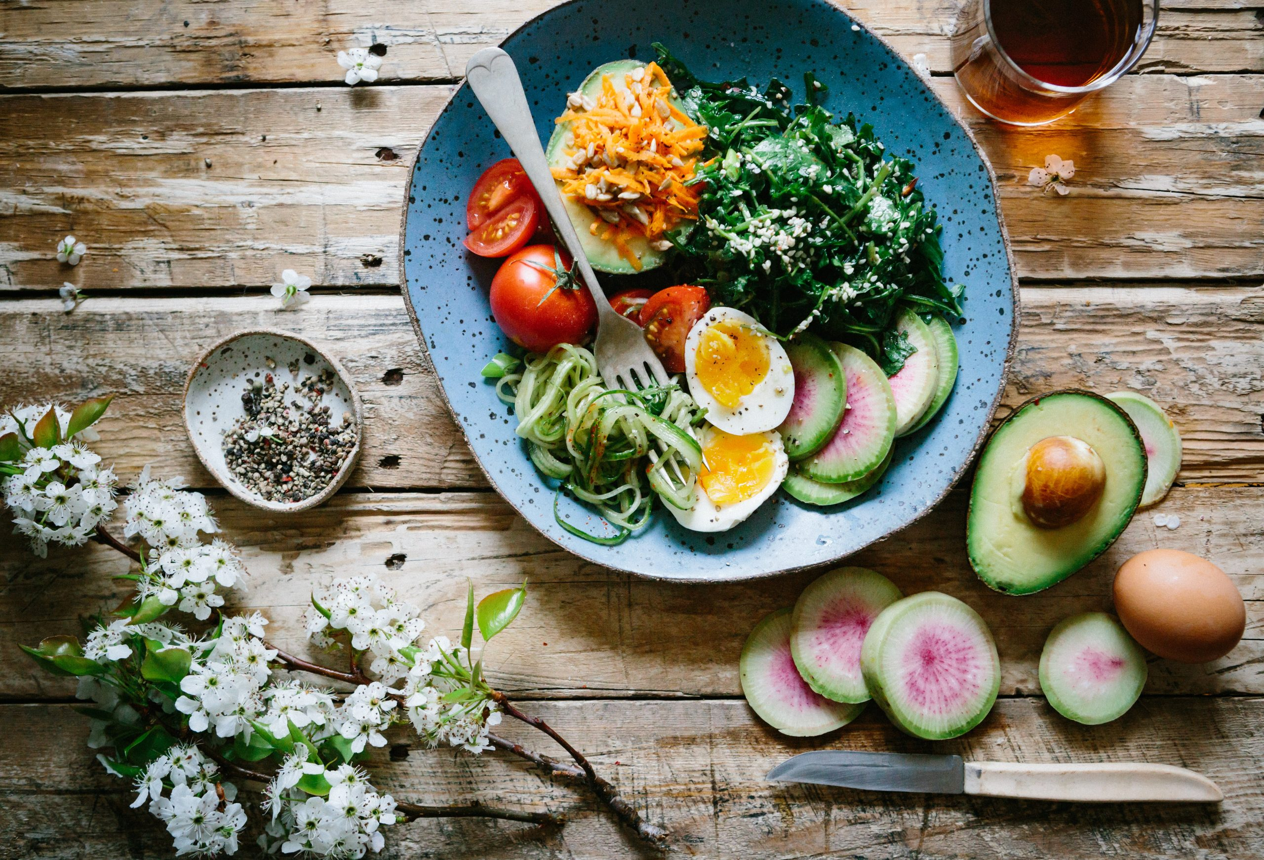 Varios alimentos en plato